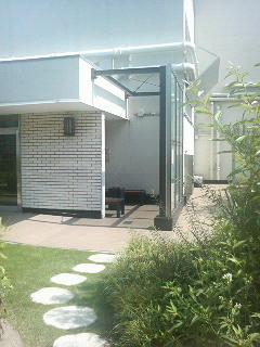 「アイ・ガーデン」のはずれにひっそりと佇む新宿・伊勢丹の喫煙所