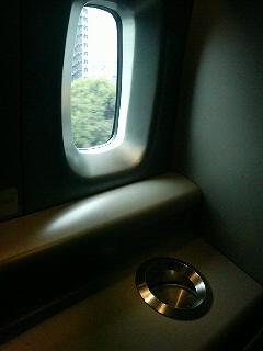新幹線のぞみN700系の喫煙所の内部