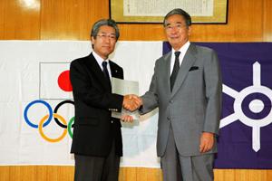 石原東京都知事(右)とJOC竹田会長