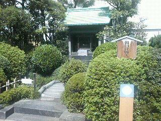 新宿・伊勢丹の屋上にある神社