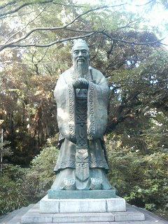 湯島聖堂にある世界で一番高い孔子像
