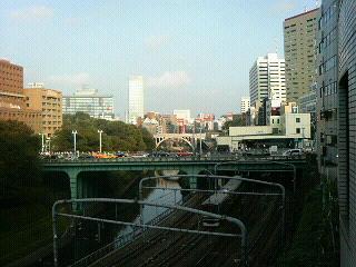 お茶の水橋の向こうに聖橋が見える?