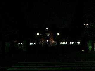 立教大学・正門の向こうにまた本館